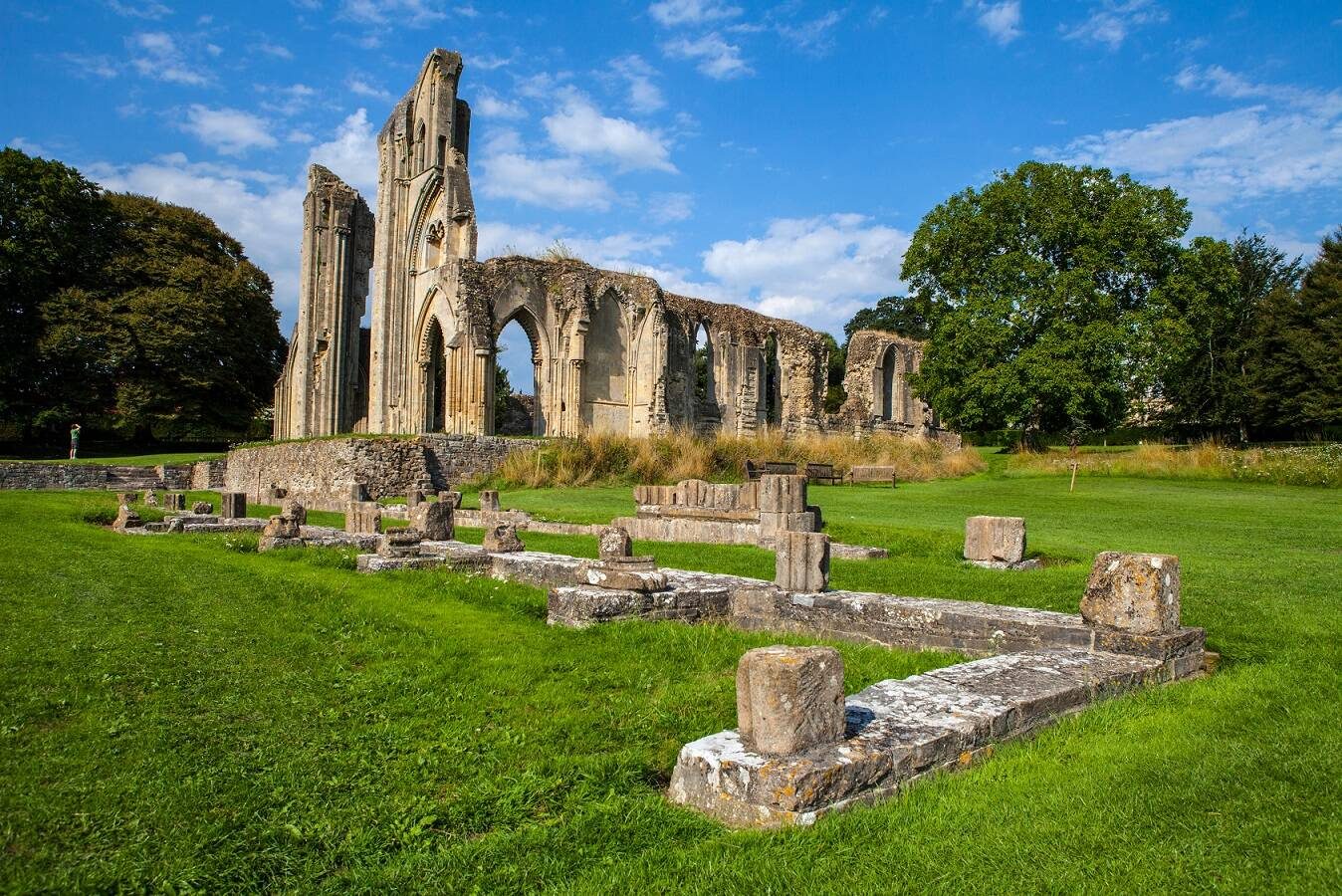 Who is buried at Glastonbury Abbey