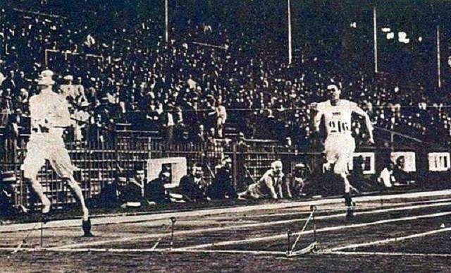 Eric Liddell competing in race