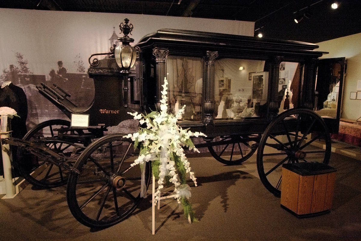 /www.aklander.co.uk/image/catalog/November content/1 funeral carriage